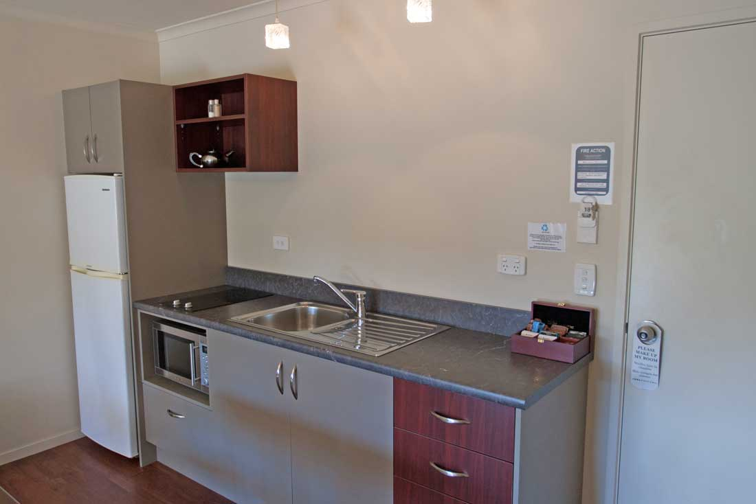 lux-1bed-kitchen